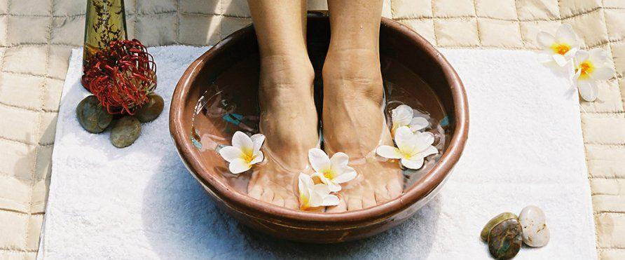 10 способов снять отечность ног